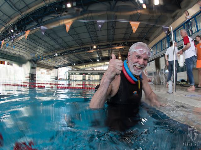 Martin Mali po uspešno zaključen potopu v disciplini brez plavuti